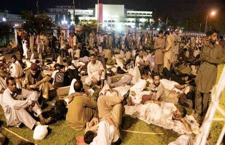 Islamabad: PTI, PAT Stage Sit-In At Constitution Avenue