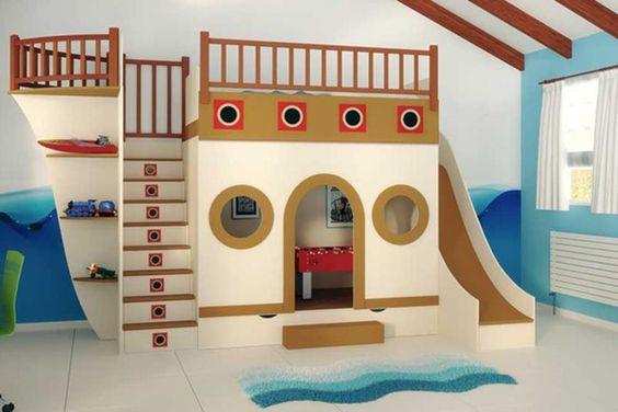 Una cama con forma de barco que, además, incluye una salita de juegos y escalera y tobogán. Foto: <a href='http://deccoracion.com/'>http://deccoracion.com/</a>