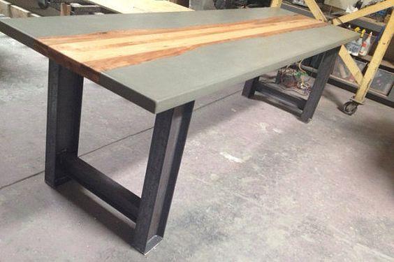 Mesa de hormig n con incrustaciones de madera metales for Mesa comedor hormigon