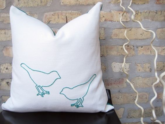lovelovelove this bird pillow.