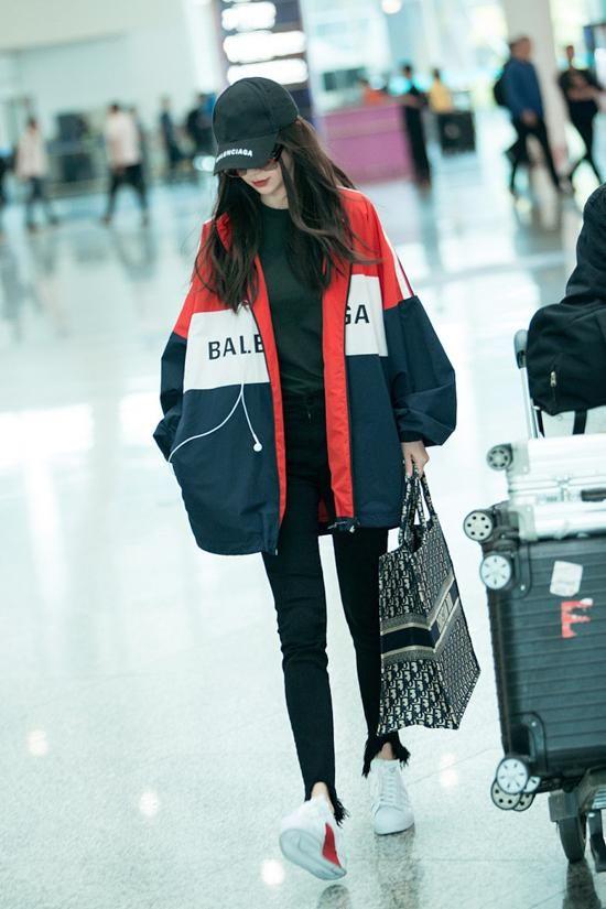 8 Fashion Staples Every Asian Celebrity Owns Codipop China Street Fashion Chinese Fashion Street Korean Airport Fashion