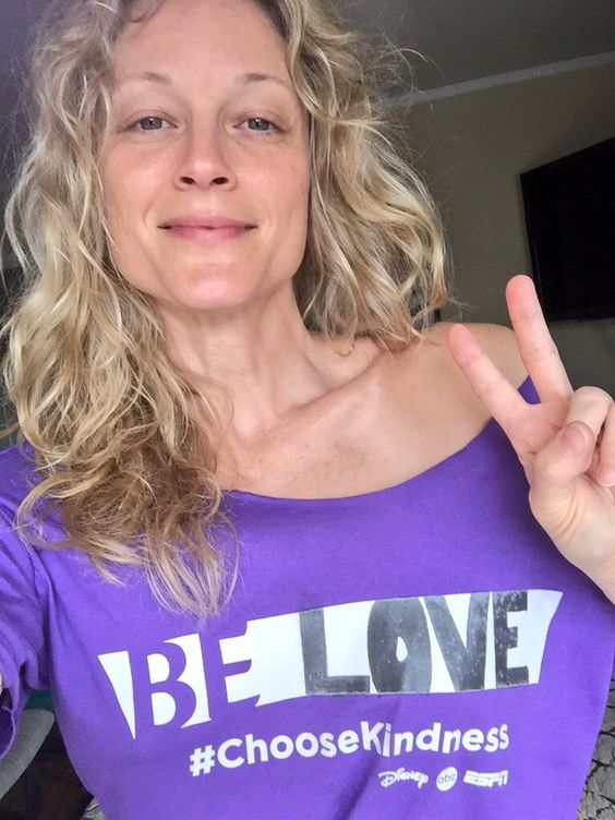 Teri Polo is wearing purple for #SpiritDay! Show your support for #LGBT youth! glaad.org/spiritday