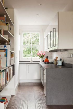 Maximize Your Kitchen Storage And Efficiency With These Small Kitchen Design Ideas And Space Savi Kitchen Layout L Shaped Kitchen Designs Small Kitchen Layouts