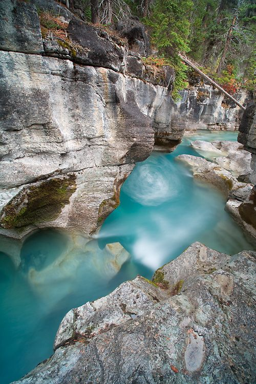 Spectacular Places You Should Visit in Your Life - Nigel Creek, Banff National Park, Alberta, Canada: