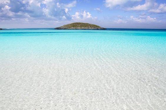 La playa de Ses Illetes, al sur de Formentera, Islas Baleares.