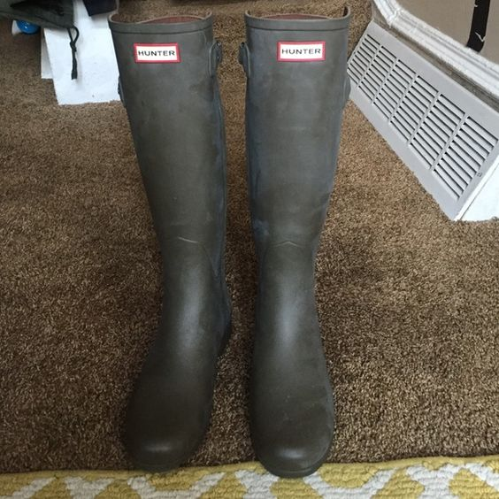 green hunter refined back strap rain boots Army green color women's original refined back strap rain boots. Worn twice. Do not have the original box they came in. They are in good condition. Selling because they have been sitting in my closet, I don't get to wear them enough. Hunter Boots Shoes Winter & Rain Boots