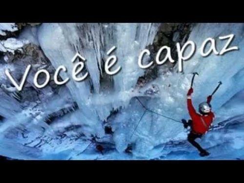 Conta-se que, numa tarde nublada e fria, duas crianças patinavam, sem preocupação, sobre um lago congelado. De repente, o gelo se quebrou e uma das crianças caiu na água. A outra, vendo que seu amiguinho se afogava debaixo da camada de gelo, pegou uma pedra e começou a golpear com todas as suas forças, até que conseguiu quebrá-la e salvá-lo. Quando os bombeiros chegaram e viram o que havia acontecido,...