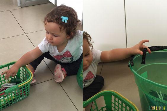 Incluir a criança na rotina da casa é uma ótima maneira de estar com as crianças quando você precisa fazer alguma coisa e tem apenas uns minutinhos.