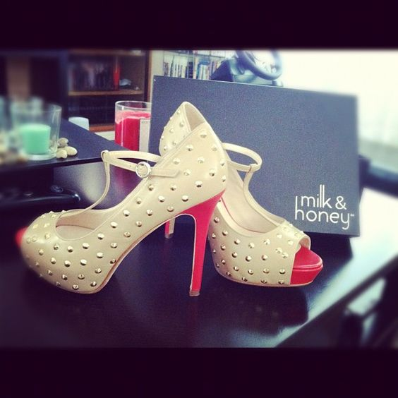 These shoes from @milkhoneyshoes are amazing. Worth the wait ❤❤❤