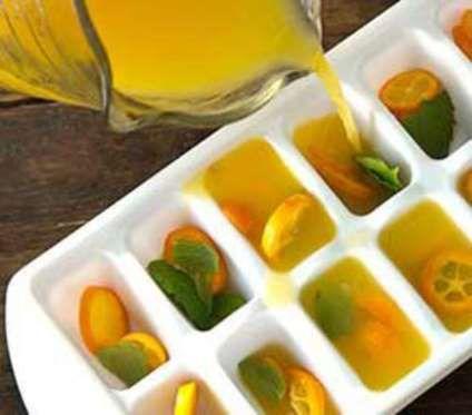Émincer les kumquats avant de les répartir avec les feuilles de menthedans chaque compartiment à gla... - Pinterest / Paula Deen