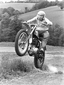 #moto #girl #motocross #trailer #woman #femme #remorque : http://remorques-discount.com/