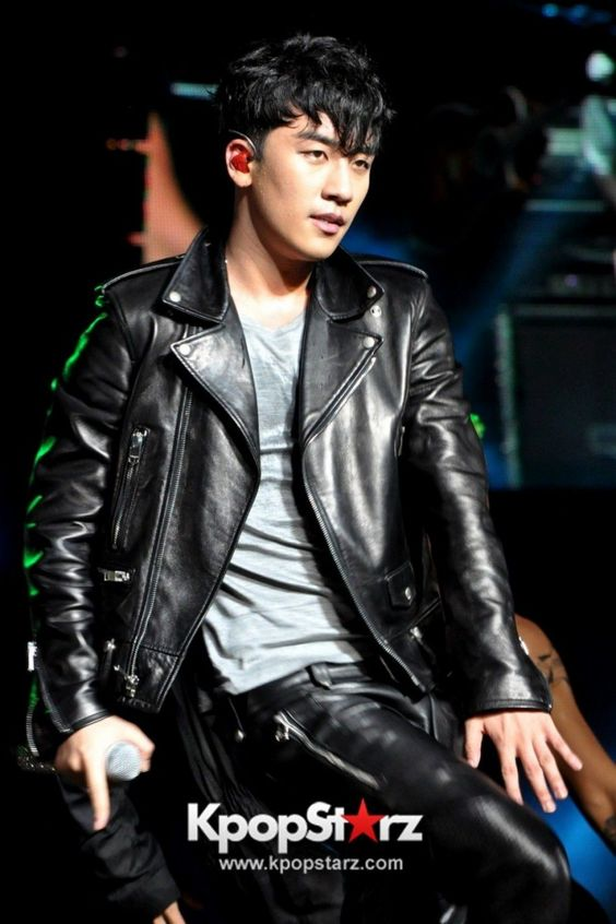 Seungri ♡ #BIGBANG for F1 Singapore Grand Prix 2013