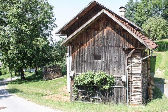 Rustikale Holzscheune in Schlierbach http://www.travelworldonline.de/traveller/barocke-stiftskirche-in-schlierbach-oberoesterreich/?utm_content=bufferf733a&utm_medium=social&utm_source=pinterest.com&utm_campaign=buffer ... #austria #weareaustria #discoveraustria #schlierbach