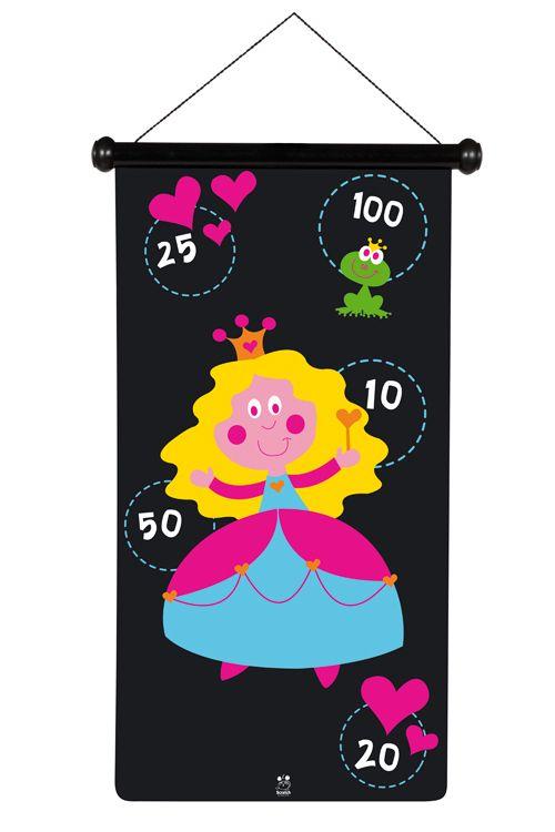 Pijlenspel prinssessen *** Dit geweldige magnetische dartspel van Scratch is uniek door zijn concept en ontwerp. Het magnetische canvas kan op 2 manieren opgehangen worden. De dartpijlen zijn van plastic en hebben een metalen dop. Het dartspel kan veilig door kinderen gespeeld worden doordat er geen scherpe punten aan de pijlen zitten. Het canvas en de 6 pijltjes zitten mooi verpakt in een koker van stevig karton zodat het steeds compact opgeborgen kan worden.
