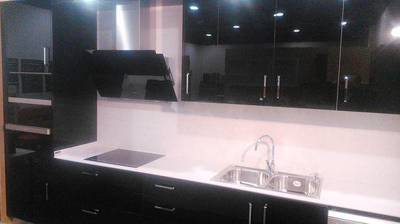 #Diseño de #cocina FULL EQUIP PANDO realizado por nuestro cliente ALMO CUINES de Lleida, con campana Pando P-729, hornos, microondas y placa de inducción PANDO.