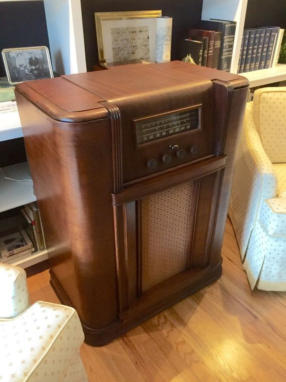 The speakeasy tm antique radio hidden liquor cabinet for Hidden home bar ideas