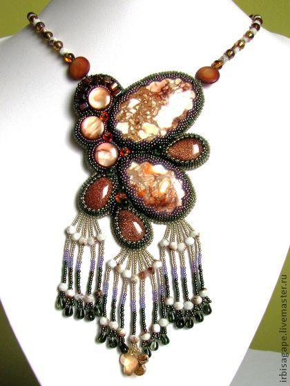 """Кулон из бисера """"Сон бабочки"""" - авторское украшение. Легкий, воздушный кулон из варисцита и перламутра с искусственным авантюрином и кристаллами SWAROVSKI."""
