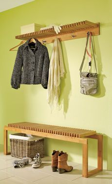 Eine tolle garderobe f r jacken taschen und co kann man auch selbst bauen die passende - Designer arbeitstisch tolle idee platz sparen ...