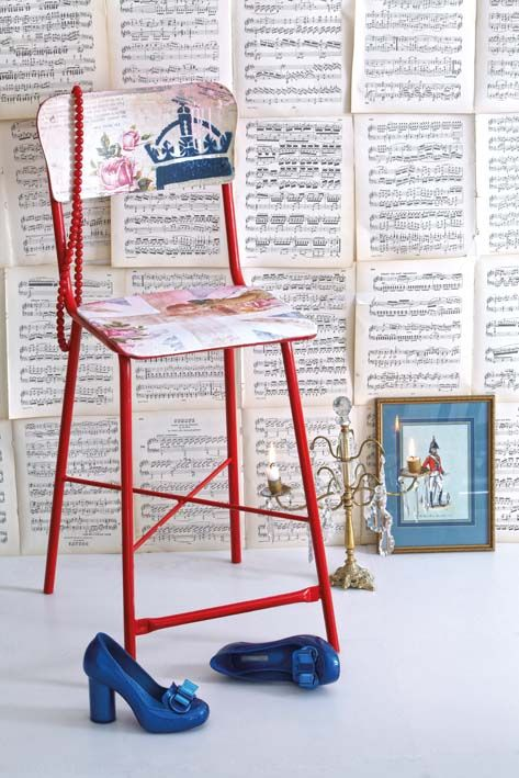 Decoupage a stool: Union Jack colors