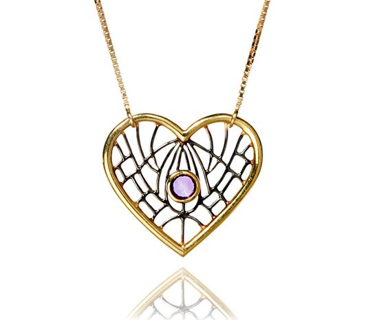 Neste Dia dos Namorados, declare seu amor num pingente ou colar pendente! A gente montou seleção com ótimas opções pra te ajudar - vem ver!