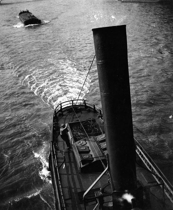 Robert Doisneau  //  Paris: River Seine  -  Péniches Paris, 1944