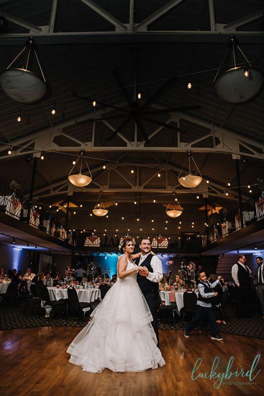 Woodland Wedding Photos At Historic Ohio Venue In 2020 Summer Wedding Photos Sunset Wedding Photos Ohio Wedding Venues