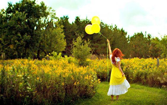 Frau gelbe Luftballons & Natur wallpapers
