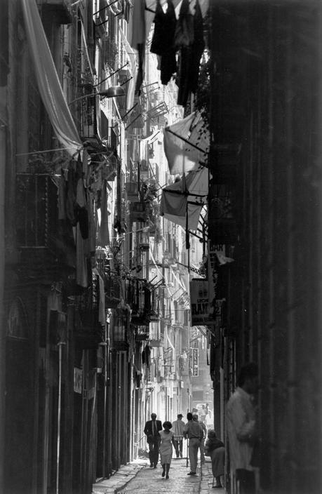 Barcelona: l'atmosfera della città vecchia. 1997. Photo by Ferdinando Scianna / Magnum Photos: