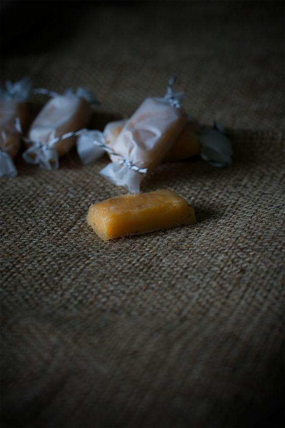 Soft Caramel Gingerbread Sweets (http://www.ichmachsmireinfach.de/soft-karamell-lebkuchen-bonbons/)