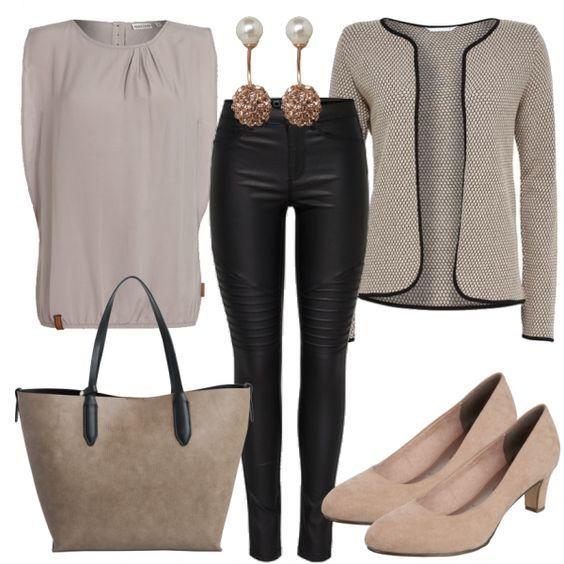 Hier ein Büro Outfit für Damen, das vorwiegend in Beigetönen gehalten ist. Ein feminines Blusentop von Naketano kombiniert du mit einem kurzen Blazer und einer Skinny Jeanshose von Only. Die Nude Pumps von Tamaris sowie passenden Accessoires werten deinen Business Look auf.