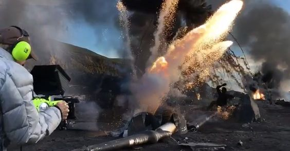 TRANSFORMERS: THE LAST KNIGHT ecco MICHAEL BAY tra esplosioni e distruzione con la sua nuova telecamera RED