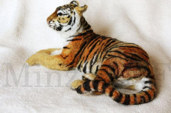 Needle felting Tiger Tiger of Amur Siberian por MinzooNeedleFelting