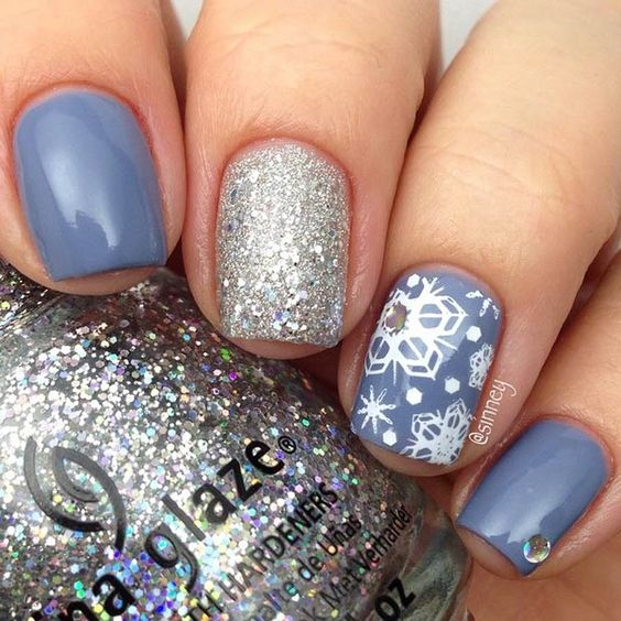 Sparkly Snowflakes Accent Nail: