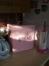 want the bread bin and the paper towel holder!