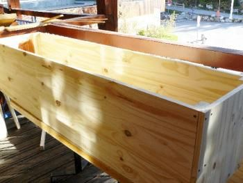 Fabriquer un coffre en bois servant de banc trucs et - Banc de rangement pas cher ...