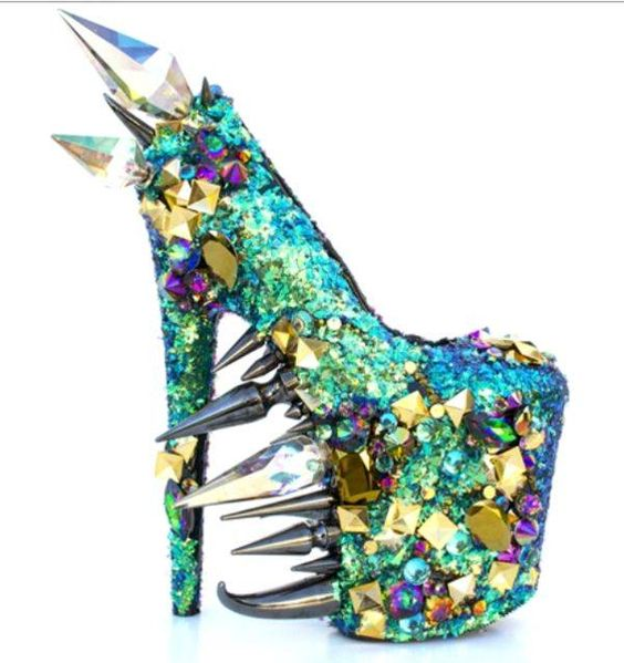 Dragon-Inspired Shoes--HOLY SHIT.