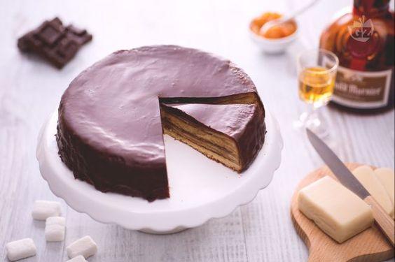 Il baumkuchen è un dolce tedesco di cioccolata e marzapane; una torta cotta a strati scenografica e golosa! Scoprite come fare il baumkuchen in casa!