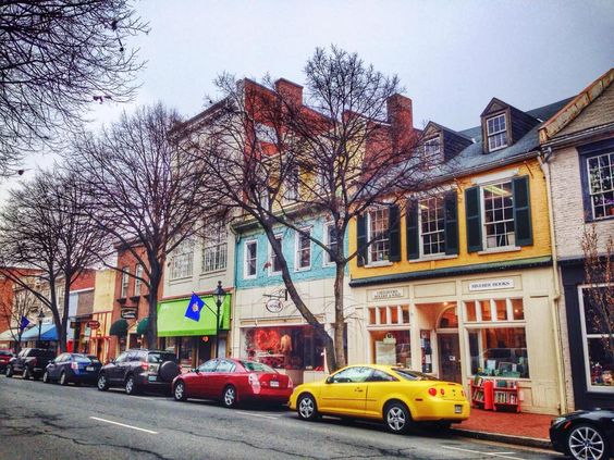 If you're from Fredericksburg, you are all too familiar with these common 8 activities/sites; however, if you are an out-of-towner, these are 8 must-dos/sees that any local would recommend!