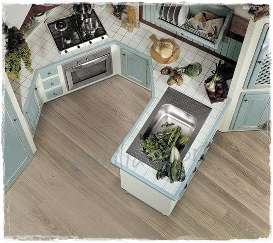 cucina muratura con piastrelle azzurro provenzale