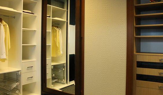 http://www.fittedwardrobes.info/walk-in-wardrobes/