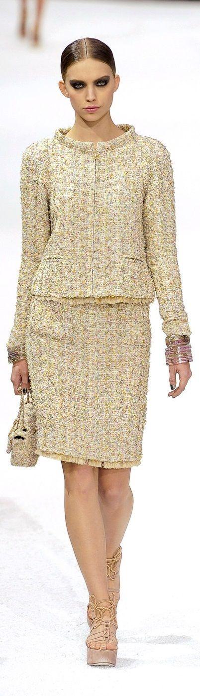 Chanel ~ Spring Tweed Skirt Suit w Fringe Trim 2011 ...