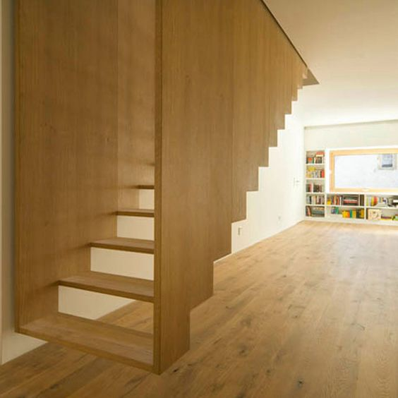 SUSPENDED STAIRCASE: