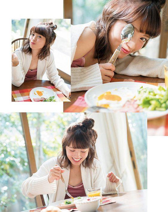 朝食を食べる逢田梨香子