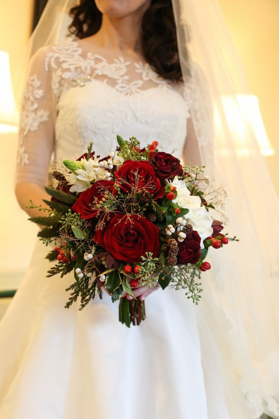 Christmas Theme Wedding With Festive Red Green Decor In Illinois