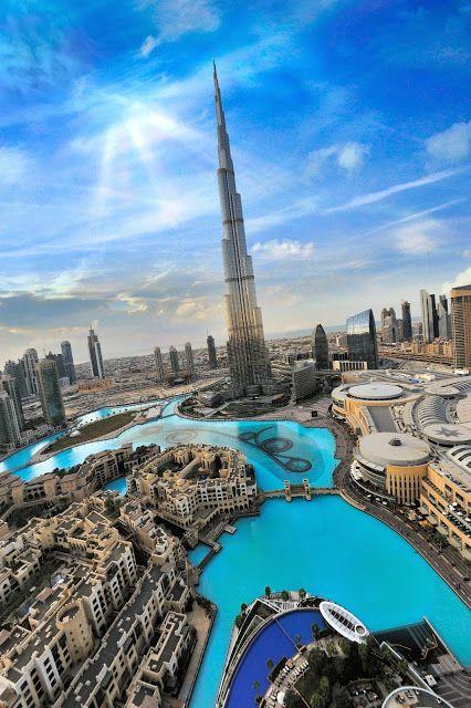 DUBAI, UAE. Burj Khalifa, o edifício mais alto do mundo. Encontrado em Famousplaces in the world (Google+).