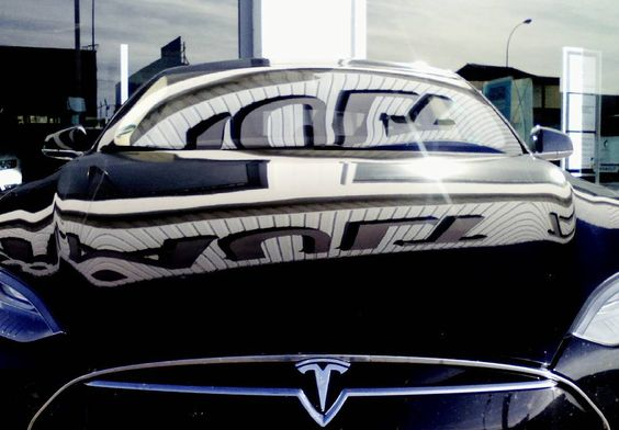 El Tesla desde otro ángulo. Espectacular.  #tesla @teslamotor #teslamotor #electric #electrico #eco #ecologico #coche #car #cars #carsofinstagram #igers #igerssalamanca #Salamanca #CastillayLeon. #picoftheweek #communitymanager #pictureoftheday #instagram #instagramers #ilike #instagood #instalike #instapic #love #follow
