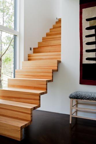 escalera en madera que genera sensacin de liviandad