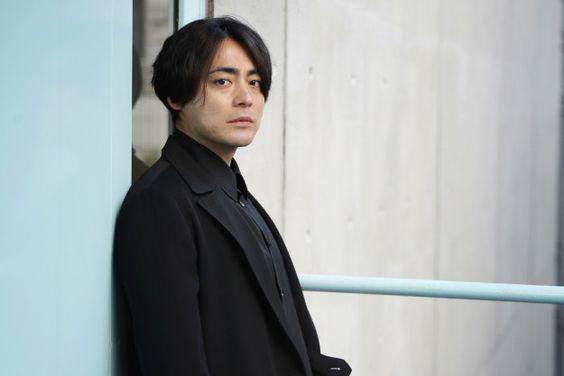 山田孝之の髪型 2020最新 短髪 ロン毛まで頼み方 セットを全種解説 Slope スロープ 2020 俳優 パーマ 種類 髪型
