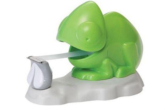 La lengua de este camaleón está hecha de cinta adhesiva. Foto: Awesomeinventions.com