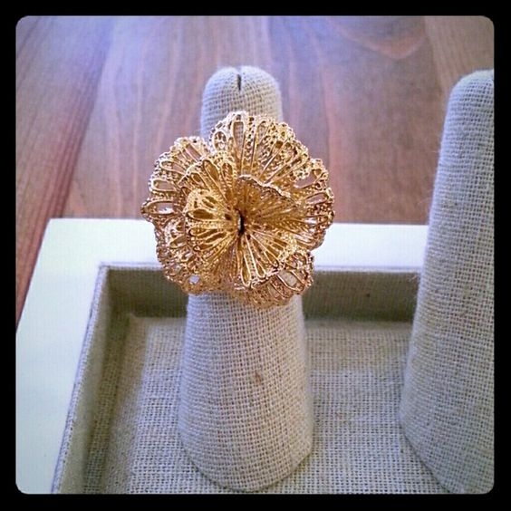 A Geneve Lace Ring by Stella & Dot A Brass with antiqued Gold plated, eye catching rosette cocktail ring. Inner adjustable sizing fits 5-9. NIB Original box included. *PRICE IS FIRM* TRADES/PP Stella & Dot Jewelry Rings